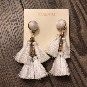 Jewelry - Tassle earrings ✨
